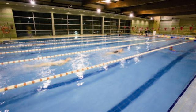 La temperatura del agua de las piscinas cubiertas for Piscinas cubiertas granada