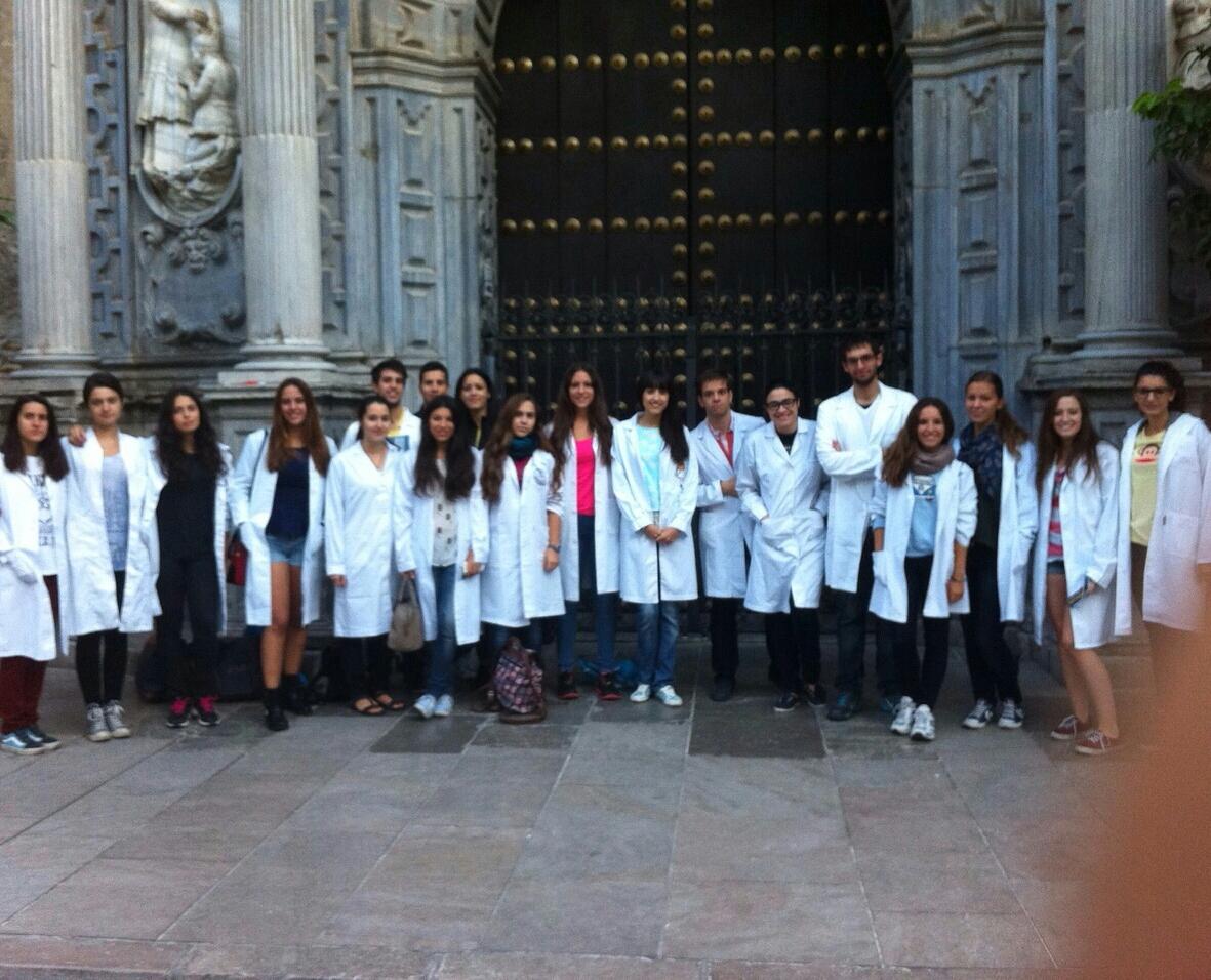 Estudiantes del Grado en Medicina Medio Maratón Granada 2014